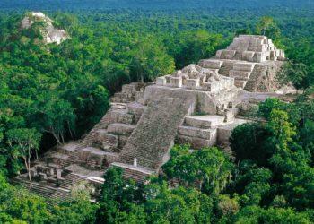 Site de Calakmul, Yucatan, Pyramide au Mexique