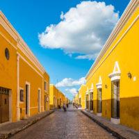 Ruelle ocre, jaune Izamal, Merida, Yucatan au Mexique, circuit classiques, circuit sur-mesure - JPM Tours