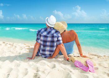 Couple en bord de mer, sable blanc, eau turquoisem caraibes, riviera maya, Mexique