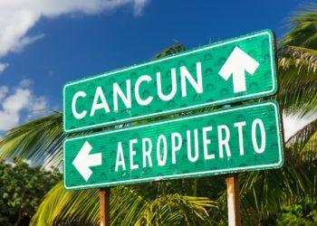 Panneau Cancun airport, direction aéroport et Cancun, Mexique