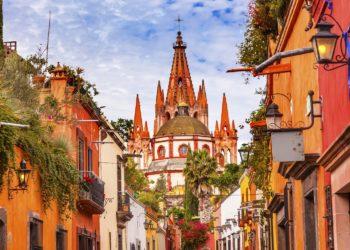 Cathédrale de San Miguel de Allende, ruelles colorées, rues arpentées, Mexique