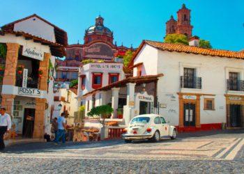 Ville de Taxco, alentours de Mexico, taxi, ruelle colorée, cathédrale