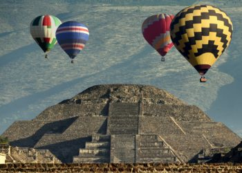 Site de Teotihuacan, pyramides, survol en montgolfière, Mexico et ses alentours, Mexique