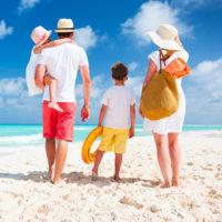 Icone voyage en famille, plage, parents, enfants, sable banc, riviera maya, Mexique